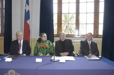 Margot Loyola, Doctora Honoris Causa PUCV