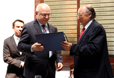"Dr. Germán Aroca, recibió Premio del Instituto de Ingenieros de Chile ""Ramón Salas Edwards 2018"""