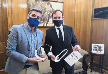 Valparaíso Makerspace PUCV dona protectores faciales a la PDI